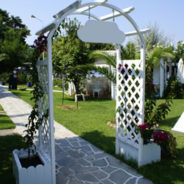 Wedding Arbors – Wedding Pictures to Backyard Garden